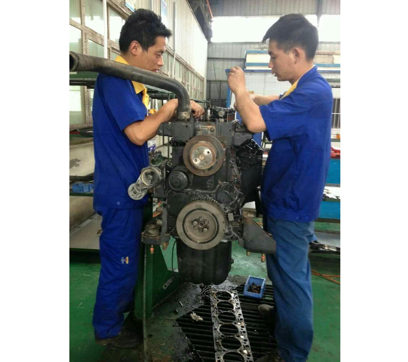 SAA6D102发动机维修