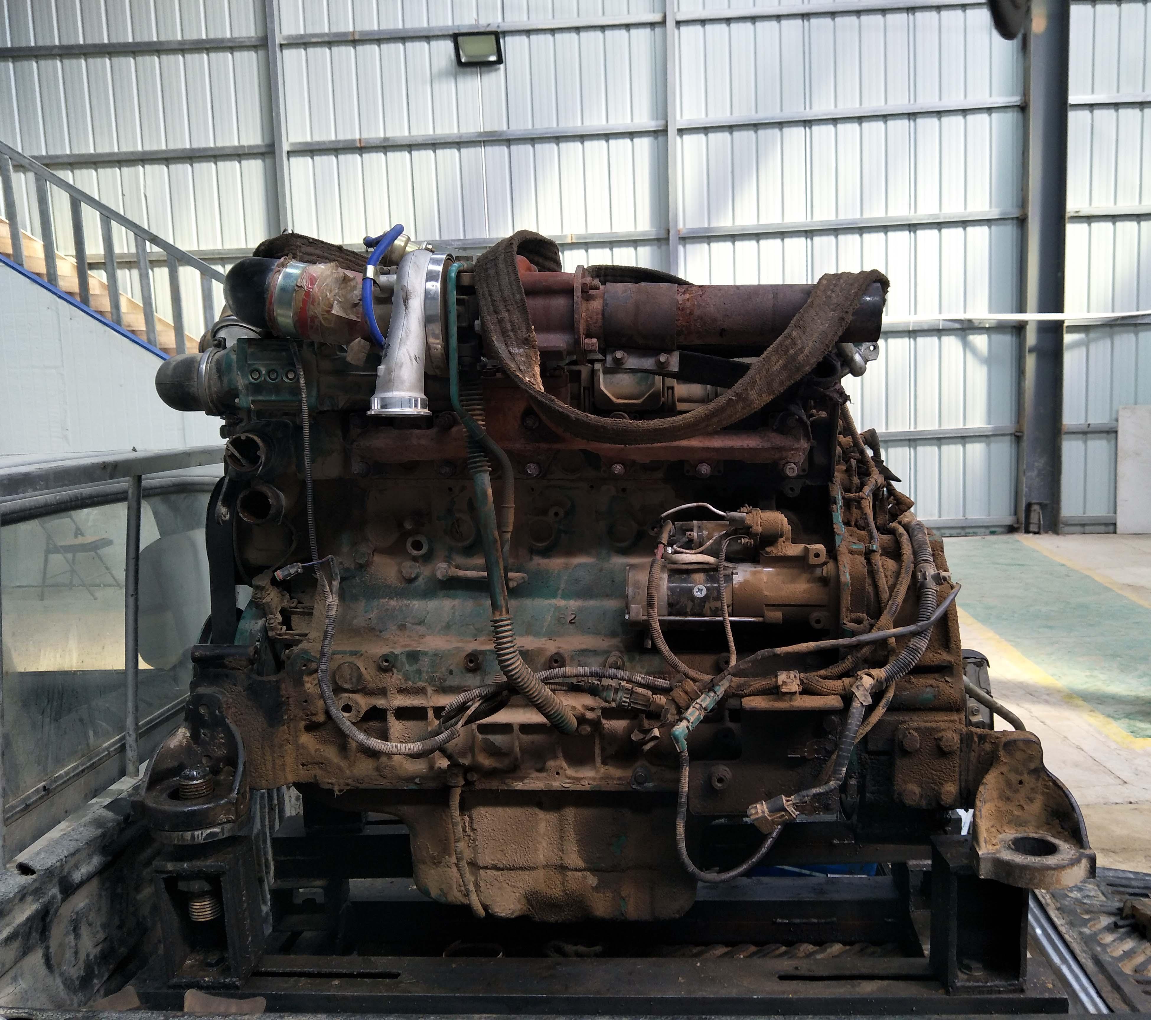 EC210 D6E发动机大修
